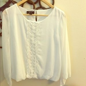 White blouse w/beautiful front detail